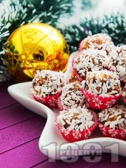 Лесни и постни домашни бонбони с орехи и фурми - снимка на рецептата